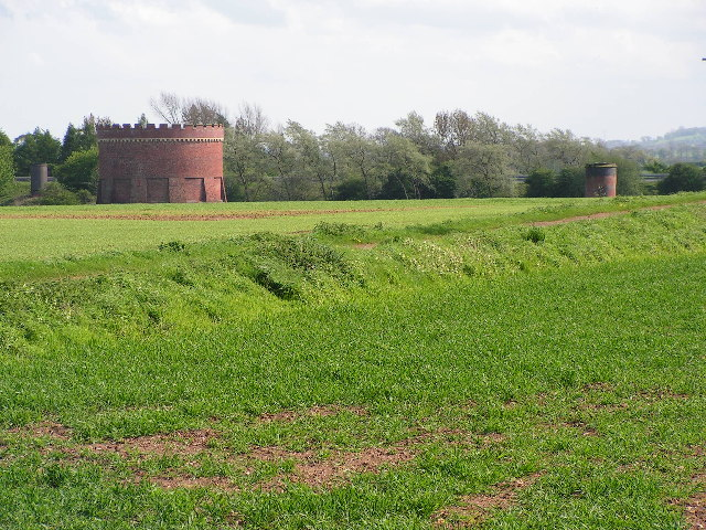 One of the two listed ventilation shafts of Kilsby tunnel. The smaller shafts are not listed. © Copyright David Reid and licensed for reuse under this Creative Commons Licence. From geograph.org.uk, here