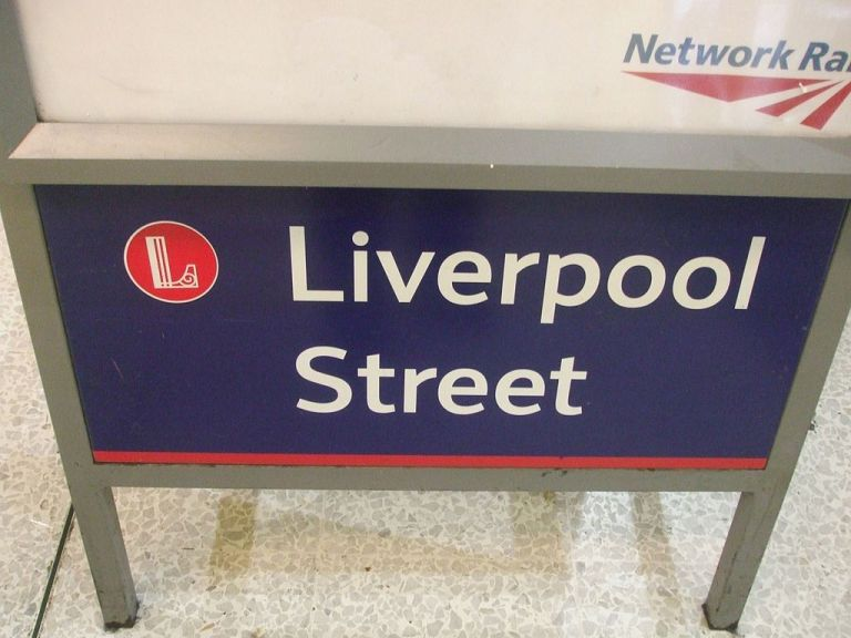 London Liverpool Street station signage. By Sunil060902 (Own work) [GFDL or CC-BY-SA-3.0], via Wikimedia Commons