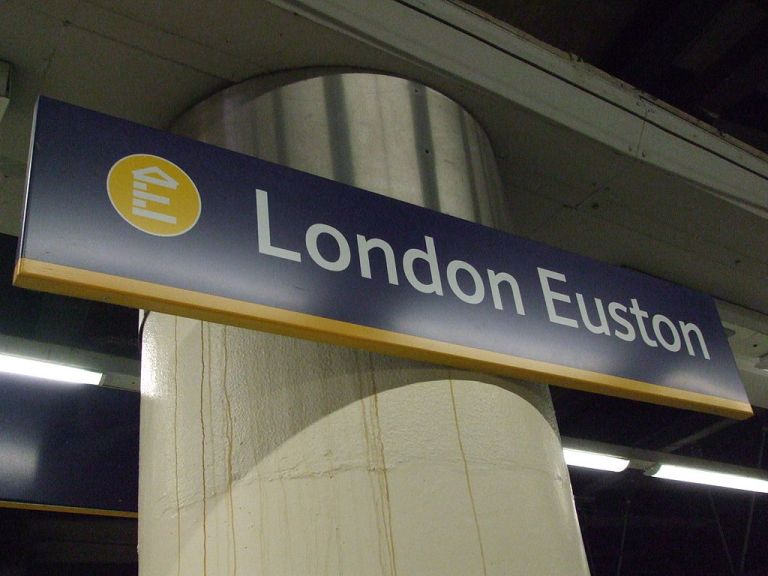 London Euston station signage. By Sunil060902 (Own work) [CC-BY-SA-3.0 or GFDL], via Wikimedia Commons