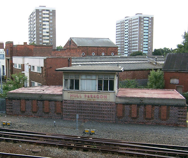 Hull Paragon signal box. David Wright [CC-BY-SA-2.0], via Wikimedia Commons