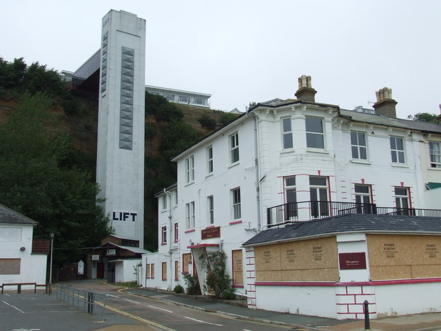 Shanklin Lift, Shanklin, Isle of Wight. © Copyright Malc McDonald and licensed for reuse under this Creative Commons Licence