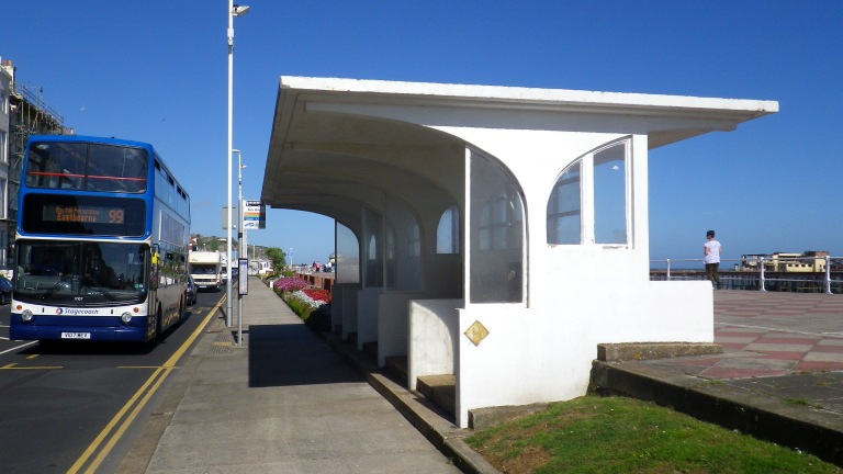 Art Deco bus shelter on XXXX Road, Hastings (August 28, 2013). By Daniel Wright