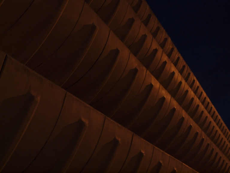 Curved elements form the balconies of the car park. By SomeDriftwood [ccc] via flickr