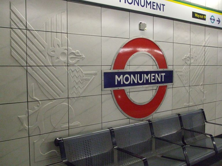 Modern tiling at Monument station on the London Underground. By Sunil060902 (Own work) [CC-BY-SA-3.0 or GFDL], via Wikimedia Commons