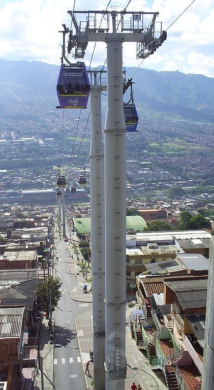 Metro Cable, Medellín, Colombia. By SajoR (Own work) [CC-BY-SA-2.5], via Wikimedia Commons
