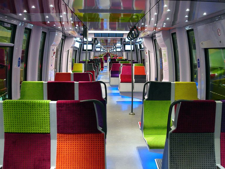 Inside one of the new Bombardier Transilien train in Paris, France. Par Clicsouris (Travail personnel (Photo personnelle)) [CC-BY-SA-3.0], via Wikimedia Commons