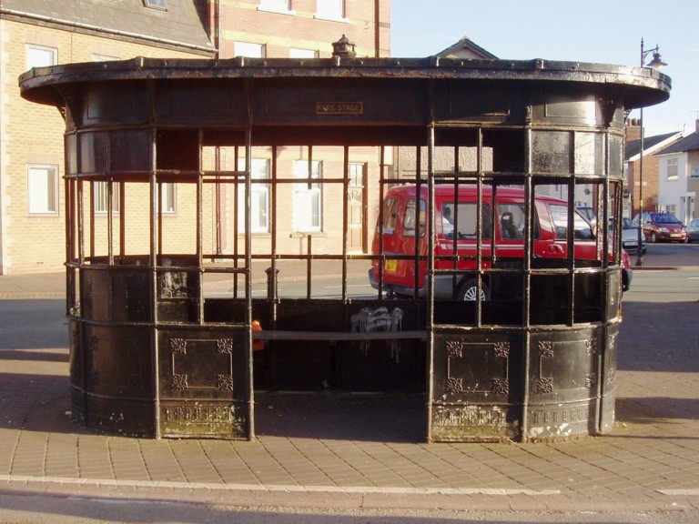 Tram shelter in Fleetwood, Lancashire. By [CC BY 2.0] via this flickr page