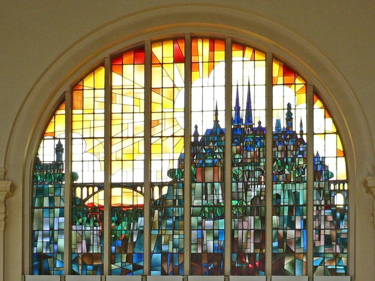 The stained glass window in the main hall of Luxembourg station. By eddiemcfish [CC BY-NC-ND 2.0] via this flickr page