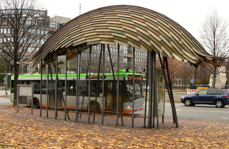 The shelter at Braunschweiger Platz. By Benutzer:AxelHH.AxelHH at de.wikipedia [Public domain], from Wikimedia Commons