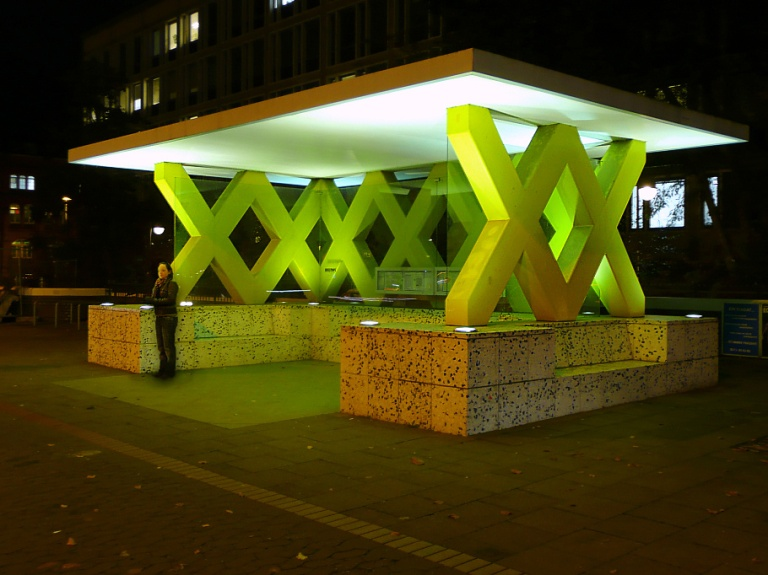 Königsworther Platz bus shelter. By Axel Hindemith (Own work) [Public domain], via Wikimedia Commons