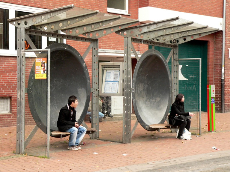 One of the two shelters at Nieschlagstraße. By Axel HindemithAxelHH at de.wikipedia [Public domain], from Wikimedia Commons