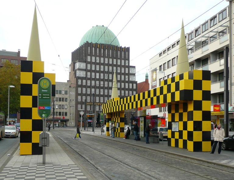Steintor tram shelter. By Axel HindemithAxelHH at de.wikipedia [Public domain], from Wikimedia Commons