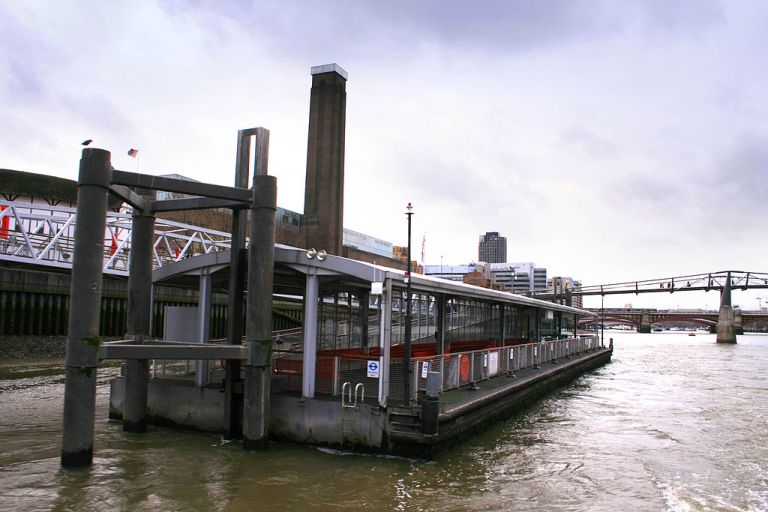 Bankside Pier, April 2008. A less elegant solution has been employed to keep the pier in place. Photo by Cnbrb (Own work) [Public domain], via Wikimedia Commons