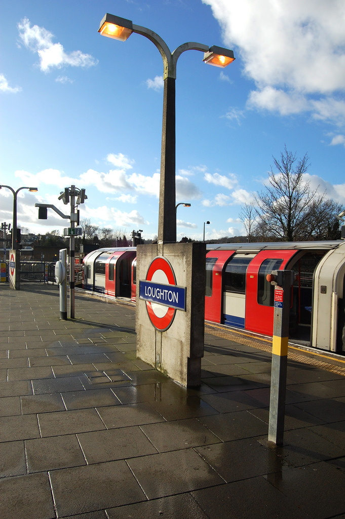 Loughton station. Concrete lighting column and Underground roundel. By Daniel Wright [CC BY-NC-ND 2.0] via this flickr set