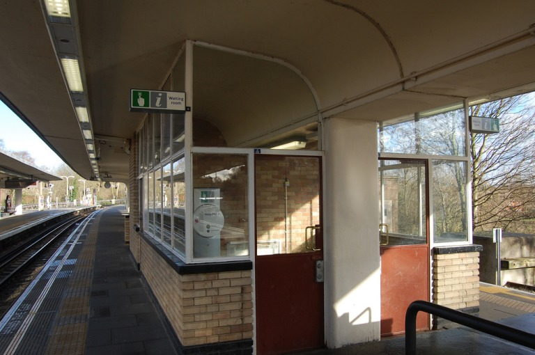 Loughton station. Platform waiting room. By Daniel Wright [CC BY-NC-ND 2.0] via this flickr set