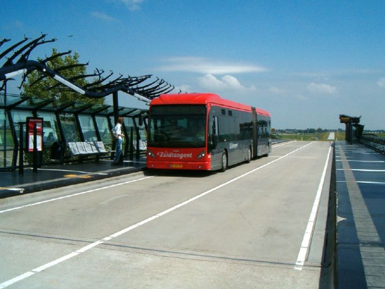 Beukenhorst bus stop on the Zuidtangent. By Erica de Jong [CC BY 2.0] via this flickr page
