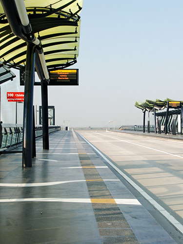 Bus stop on the Zuidtangent. Note the patterned concrete floor. By Edwin van Geelen [CC By 2.0] via this flickr page