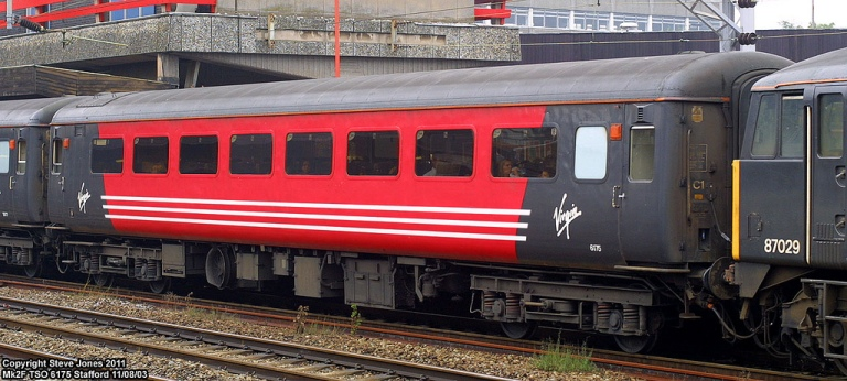 No heraldic motifs here. The Virgin livery was brasher, bolder and more modern than GNER's, with the Virgin brand prominent (no matter the reputational cost). By Steve Jone [CC By 2.0] via this flickr page