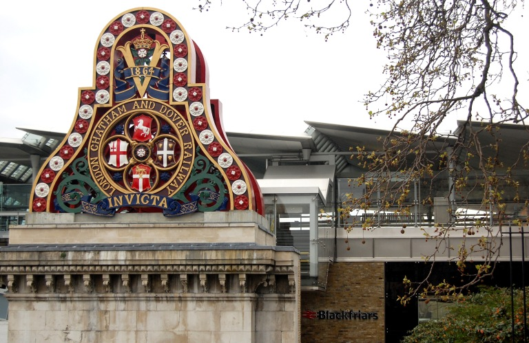 Crest at Blackfriars Station, London. By Daniel Wright (CC BY-NC-ND 2.0] via this flickr set