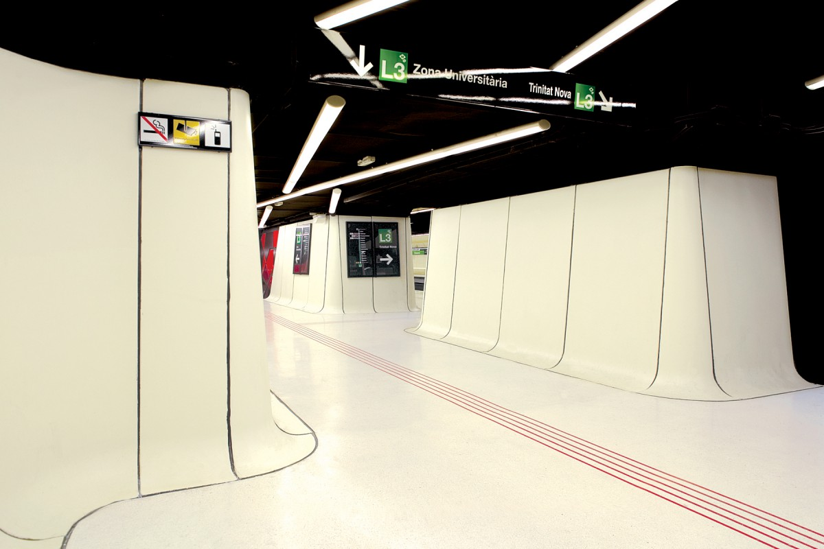 Smooth Operator (Drassanes metro station, Barcelona, Spain) – The ...