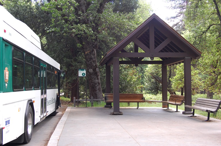 Bus shelter at Valley Visitor Centre bus stop, Yosemite National Park (May 2014). By Daniel Wright [CC BY-NC-ND 2.0] via this flickr set.