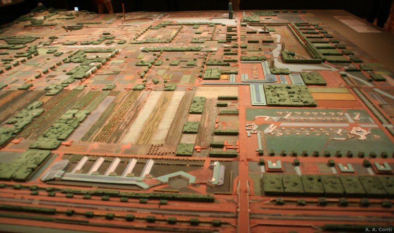 Broadacre model at the Museum of Modern Art in New York. Photo by A. A. Conti [CC BY 2.0] via this flickr page.