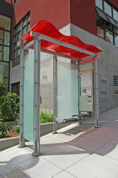 Wave shelter on Washington St, San Francisco (CA) (20 May 2014)
