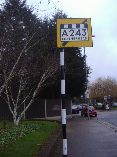 A pre-Worboys sign in Tolworth, London. This one has been preserved and restored. Note the lettering all in upper case, in the Ministry typeface, and the typical black and white pole. There's even a black and white strip along the top of the box giving the road number and destination. That indicates that the road is a trunk route. Photo by David Howard [CC-BY-SA-2.0], via Wikimedia Commons