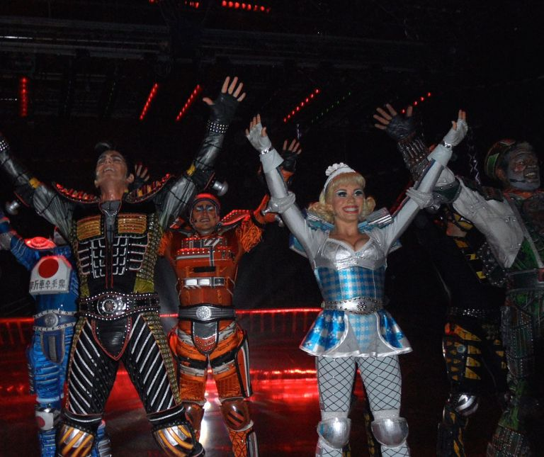 The Starlight Express actors giving it their all; this is the German production in Bochum, 2014. Look carefully at the costumes and you'll soon start picking out the train design details. Photo by CHR!S (Own work) [GFDL or CC-BY-SA-3.0-2.5-2.0-1.0], via Wikimedia Commons