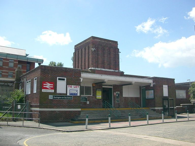 Durrington-on-Sea's station building in 2007. Photo By Hassocks5489 at en.wikipedia [Public domain], from Wikimedia Commons