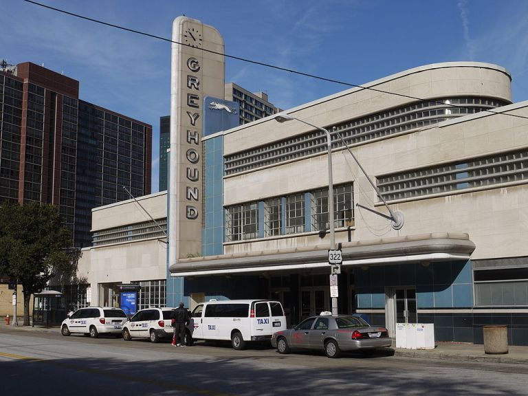 Cleveland Greyhound terminal from the other side of the main entrance, mostly so that you can admire the long, narrow window runs. Photo By Eli Pousson [CC BY-SA 2.0], via Wikimedia Commons