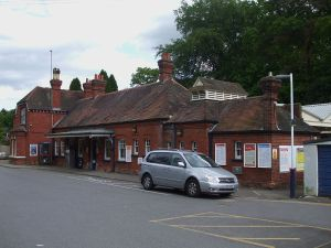 Oxshott station, Surrey. Photo by Sunil060902 (Own work) [CC BY-SA 3.0 or GFDL], via Wikimedia Commons