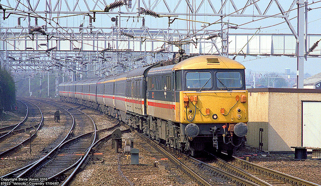 An InterCity train in the sector's new colours, in 1987. Photo by Steve Jones [CC BY-NC-ND 2.0] via this flickr page