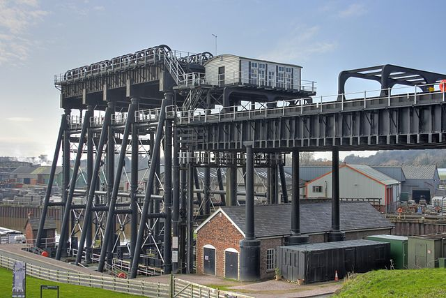 http://commons.wikimedia.org/wiki/File:Anderton_Boat_Lift_4.jpg