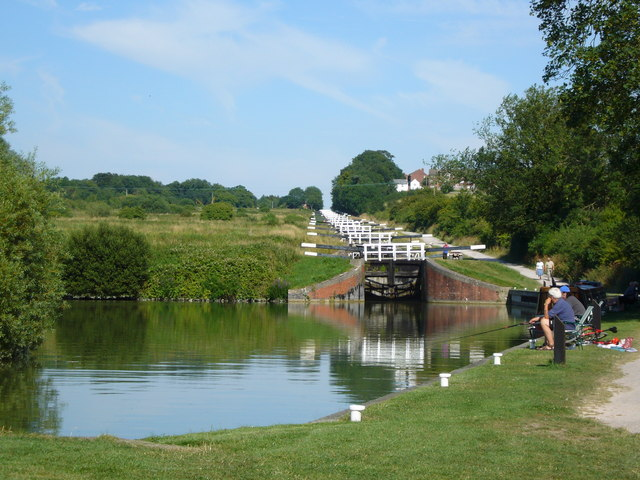 How idyllic is this? Wouldn't you agree that this piece of British countryside has been substantiially enhanced by this piece of transport infrastrucutre, the Caen Locks on the Kennet & Avon Canal in . Photo by Simon Scurr [CC BY-SA 2.0], via Wikimedia Commons