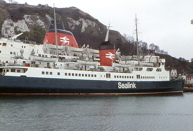By Barry Lewis (A Focus On Ferries - 3) [CC BY 2.0], via Wikimedia Commons