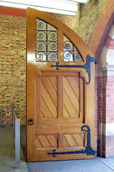 One of the doors at the eastern entrance to St Pancras. Photo by Daniel Wright [CC BY-NC-ND 2.0] via this flickr set]