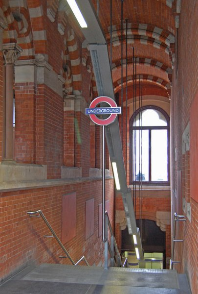 Entrance to London Underground at platform level at the south end of St Pancras. Photo by Daniel Wright [CC BY-NC-ND 2.0] via this flickr set]