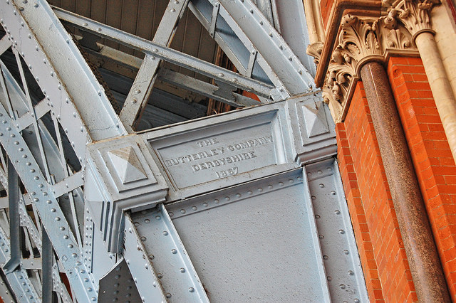 Detail of ironwork on the west side of St Pancras. Photo by Daniel Wright [CC BY-NC-ND 2.0] via this flickr set]