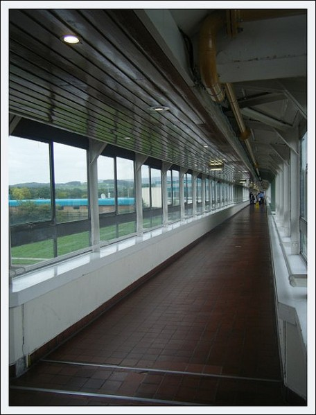 The interior of the footbridge at Forton Services, in 2009. Photo by danielweiresq [CC BY 2.0] via this flickr page