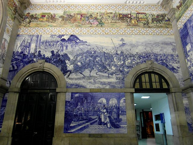 By IngolfBLN (Estação de Porto-São BentoUploaded by jcornelius) [CC BY-SA 2.0], via Wikimedia Commons