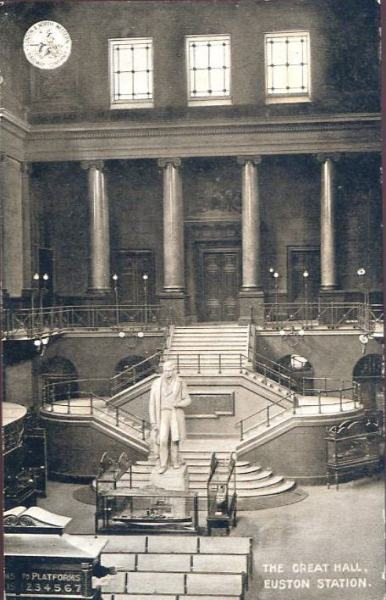 The Great Hall in 1905. Although the structure remained essentially unchanged over its life, photos taken at different times show varying seating layouts or, in this case, display cabinets. By L&NWR (old postcard (reverse)) [Public domain], via Wikimedia Commons