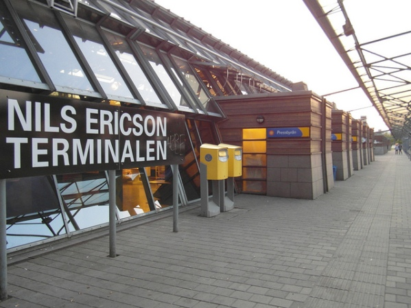 North-east exterior of the Nils Ericson Terminal. The shop units push through the side of the building. Photo by Ingolf [CC BY 2.0] via this flickr page