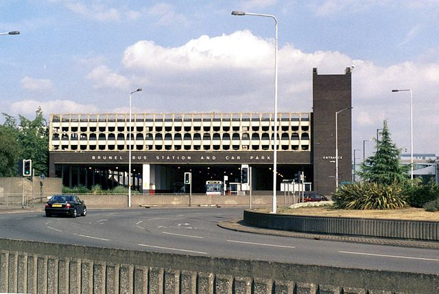 Slough's 1975 Brunel Bus Station. Photo by Robert Neild (Self-published work by Robneild) [GFDL, CC-BY-SA-3.0 or CC BY-SA 2.5-2.0-1.0], via Wikimedia Commons