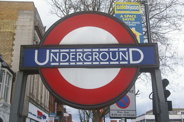 London Underground roundel at Turnpike Lane station. Photo by Julian Osley [CC BY-SA 2.0], via Wikimedia Commons