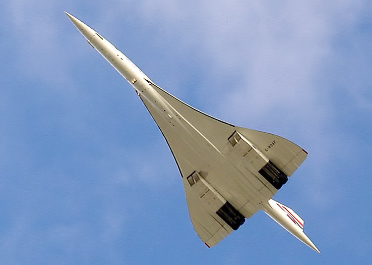 The last flight of a Concorde, 26 November 2003. Photo by By Arpingstone (Adrian Pingstone) [Public domain], via Wikimedia Commons