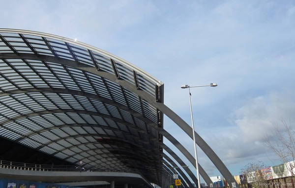 Amsterdam Centraal Busstation. The way the roof trusses become curved legs is reminiscent of the much earlier Newbury Park bus station in London. Photo by jpmm [CC BY 2.0] via this flickr page