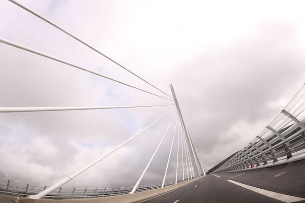 The bridge deck of the Millau Viaduct. Photo by Colicaranica (Own work) [CC BY-SA 3.0], via Wikimedia Commons