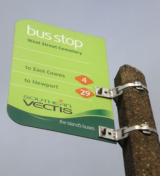 Southern Vectis bus stop flag. Photo by Editor5807 (Own work) [Public domain], via Wikimedia Commons