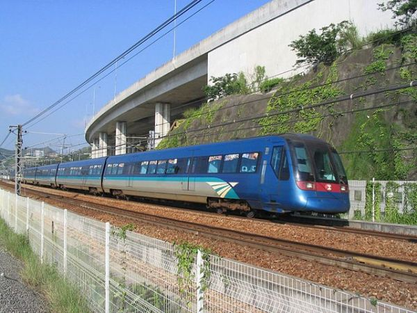 Blue and cool green formed the main colour palette, and were used on Airport Express train exteriors. Photo By Baycrest (Own work) [CC BY-SA 2.5], via Wikimedia Commons